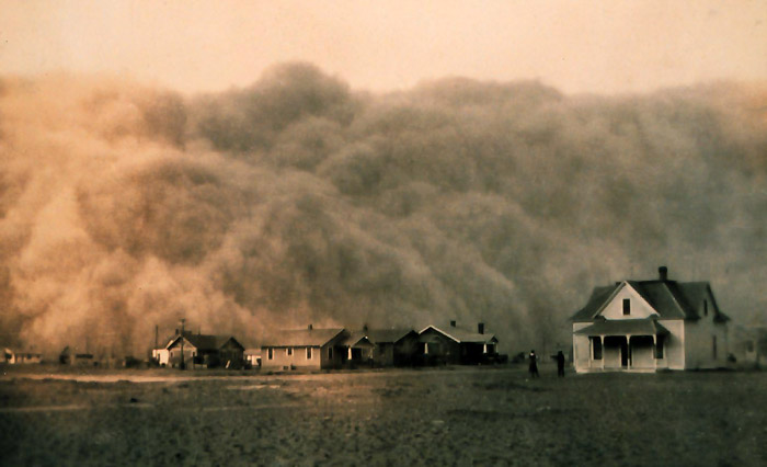 Dust storm approaching Stratford, Texas.